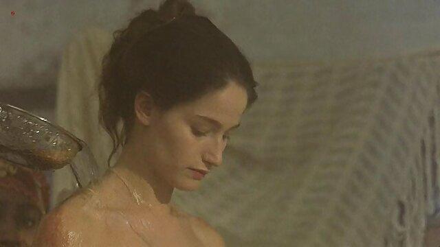 شلخته ایتالیایی فلم سکس کوس عاشق خروس سیاه-والریا بورگسه است