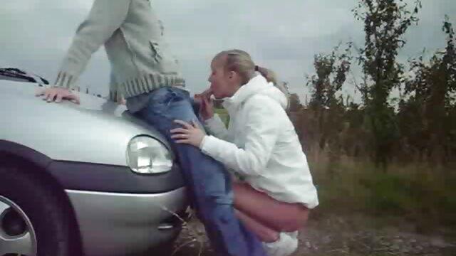 ستاره Milf Moon سارا را اغوا فیلم سکسی سوپر می کند