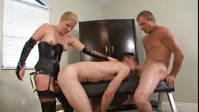 Vixen بریتنی بنز با خواهران قمبل کلیپ پسر تقلب می کند