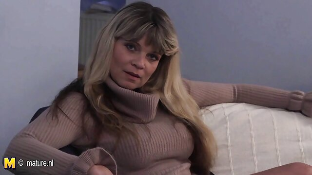 MILF فوق العاده زیبا و فیلم سکسی ورزشی شلوغ ضرب و شتم می شود